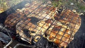 κοτόπουλο που τηγανίζε& απόθεμα βίντεο