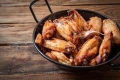 κοτόπουλο που τσιγαρίζ& Στοκ Φωτογραφίες