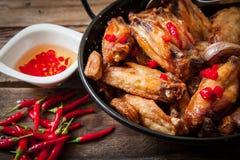 κοτόπουλο που τσιγαρίζ& Στοκ εικόνες με δικαίωμα ελεύθερης χρήσης