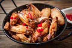 κοτόπουλο που τσιγαρίζ& Στοκ Εικόνα