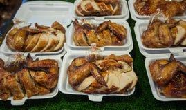 κοτόπουλο που ψήνεται στη σχάρα Στοκ φωτογραφίες με δικαίωμα ελεύθερης χρήσης