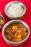 Κοτόπουλο σκόρδου και ρύζι των δυτικών ανακαρδίων Στοκ Φωτογραφία