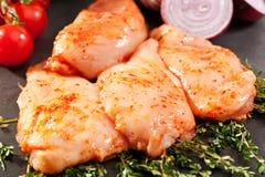 κοτόπουλο στηθών που μα&rho Στοκ εικόνα με δικαίωμα ελεύθερης χρήσης