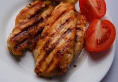 κοτόπουλο στηθών που ψήνεται στη σχάρα Στοκ Εικόνα