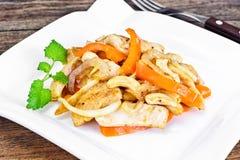 Κοτόπουλο τα καρύδια των δυτικών ανακαρδίων και τη γλυκιά πάπρικα που ψήνονται στη σχάρα με Ασιάτης, ταϊλανδικά Στοκ φωτογραφία με δικαίωμα ελεύθερης χρήσης