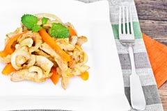 Κοτόπουλο τα καρύδια των δυτικών ανακαρδίων και τη γλυκιά πάπρικα που ψήνονται στη σχάρα με Ασιάτης, ταϊλανδικά Στοκ Εικόνα