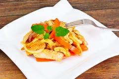 Κοτόπουλο τα καρύδια των δυτικών ανακαρδίων και τη γλυκιά πάπρικα που ψήνονται στη σχάρα με Ασιάτης, ταϊλανδικά Στοκ εικόνες με δικαίωμα ελεύθερης χρήσης