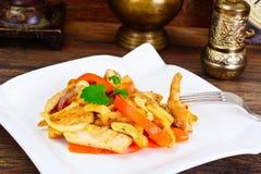Κοτόπουλο τα καρύδια των δυτικών ανακαρδίων και τη γλυκιά πάπρικα που ψήνονται στη σχάρα με Ασιάτης, ταϊλανδικά Στοκ φωτογραφίες με δικαίωμα ελεύθερης χρήσης