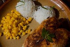 Κοτόπουλο ψητού με το ρύζι και το καλαμπόκι Στοκ φωτογραφίες με δικαίωμα ελεύθερης χρήσης