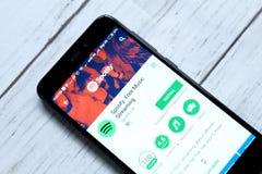 ΚΟΥΆΛΑ ΛΟΥΜΠΟΎΡ, ΜΑΛΑΙΣΙΑ - 28 ΙΑΝΟΥΑΡΊΟΥ 2018: Spotify app στο αρρενωπό κατάστημα παιχνιδιού Το Spotify είναι μια μουσική, podca Στοκ Φωτογραφία