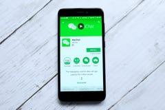 ΚΟΥΆΛΑ ΛΟΥΜΠΟΎΡ, ΜΑΛΑΙΣΙΑ - 28 ΙΑΝΟΥΑΡΊΟΥ 2018: Wechat app στο αρρενωπό κατάστημα παιχνιδιού Wechat που αναπτύσσεται από Tencent Στοκ Εικόνες