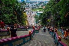Κουάλα Λουμπούρ, Μαλαισία - 9 Μαρτίου 2017: Τα σκαλοπάτια σε Batu ανασκάπτουν, ένας λόφος ασβεστόλιθων με τις μεγάλους και μικρού Στοκ Εικόνες