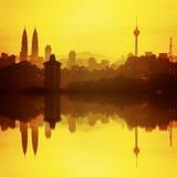 Κουάλα Λουμπούρ, υψηλότερος ουρανοξύστης και η αντανάκλαση du της Μαλαισίας Στοκ Φωτογραφία