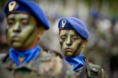 Κουίτο, ΙΣΗΜΕΡΙΝΟΣ 24 Μαΐου: στρατιωτική παρέλαση, γυναίκα Στοκ Φωτογραφία