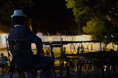 Κουβανικό άτομο με το mojito Στοκ Φωτογραφία