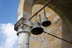 Κουδούνια στην παλαιά εκκλησία Στοκ εικόνες με δικαίωμα ελεύθερης χρήσης