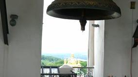 Κουδούνι στο καμπαναριό στη Ορθόδοξη Εκκλησία στο μοναστήρι Κίεβο-Pechersk Lavra απόθεμα βίντεο