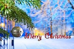 Κουδούνι Χριστουγέννων με τη Χαρούμενα Χριστούγεννα κειμένων στοκ φωτογραφία με δικαίωμα ελεύθερης χρήσης