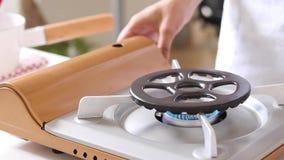 Κουζίνα αερίου κουζινών με το κάψιμο του αερίου προπανίου πυρκαγιάς στοκ φωτογραφία με δικαίωμα ελεύθερης χρήσης