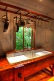 κουζίνα εξοχικών σπιτιών Στοκ φωτογραφία με δικαίωμα ελεύθερης χρήσης
