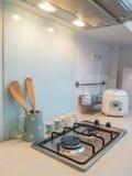 Κουζίνα, μετρητής του μαγειρέματος σομπών. Στοκ Εικόνες