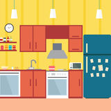 Κουζίνα με τα έπιπλα Άνετο εσωτερικό κουζινών με τον πίνακα, τη σόμπα, το ντουλάπι, τα πιάτα και το ψυγείο Επίπεδη διανυσματική α απεικόνιση αποθεμάτων
