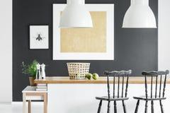 Κουζίνα με τη χρυσή ζωγραφική στοκ φωτογραφία με δικαίωμα ελεύθερης χρήσης