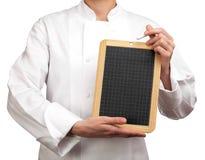 Κουζίνα που κρατά μια πλάκα Στοκ εικόνα με δικαίωμα ελεύθερης χρήσης