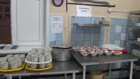 Κουζίνα στη σχολική καφετέρια απόθεμα βίντεο