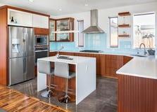 Κουζίνα στο νέο σπίτι πολυτέλειας Στοκ φωτογραφία με δικαίωμα ελεύθερης χρήσης