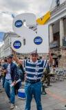 ΚΟΥΙΤΟ, ΙΣΗΜΕΡΙΝΟΣ - 31 ΙΑΝΟΥΑΡΊΟΥ 2018: Όμορφη υπαίθρια άποψη Plaza Grande στο Κουίτο με τη μη αναγνωρισμένη υποστήριξη ανθρώπων Στοκ εικόνα με δικαίωμα ελεύθερης χρήσης
