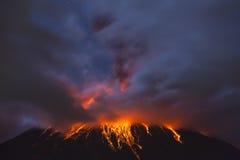 ΚΟΥΙΤΟ, ΙΣΗΜΕΡΙΝΟΣ - 4 Μαρτίου 2016: Το ηφαίστειο Tungurahua είναι ενός ηφαιστείου από Στοκ Φωτογραφίες