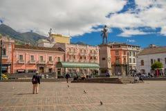 ΚΟΥΙΤΟ, ΙΣΗΜΕΡΙΝΟΣ - 23 ΝΟΕΜΒΡΊΟΥ 2016: Historic Plaza de Santo Domingo στην παλαιά πόλη Κουίτο Ισημερινός Νότια Αμερική Στοκ εικόνα με δικαίωμα ελεύθερης χρήσης