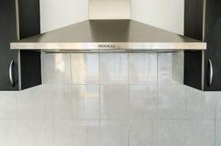 Κουκούλα κουζινών στο δωμάτιο κουζινών Στοκ φωτογραφίες με δικαίωμα ελεύθερης χρήσης
