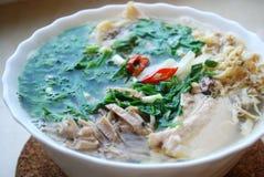 Κουλούρι Thang - παραδοσιακό βιετναμέζικο πιάτο με το τεμαχισμένα κοτόπουλο, το ζαμπόν και τα αυγά που διακοσμούνται από το τεμαχ Στοκ Εικόνα