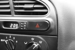 Κουμπί έκτακτης ανάγκης αυτοκινήτων Στοκ φωτογραφία με δικαίωμα ελεύθερης χρήσης