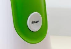 Κουμπί έναρξης στο άσπρος-πράσινο υπόβαθρο Στοκ εικόνα με δικαίωμα ελεύθερης χρήσης