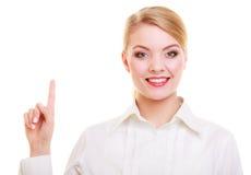 Κουμπί ή υπόδειξη επιχειρησιακών γυναικών πιέζοντας που απομονώνεται στοκ εικόνα