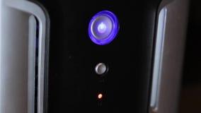 Κουμπί δύναμης στη μονάδα συστημάτων απόθεμα βίντεο