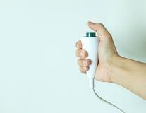 Κουμπί κλήσης νοσοκόμων έκτακτης ανάγκης λαβής χεριών Στοκ Εικόνα