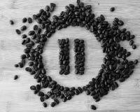 Κουμπί μικρής διακοπής φιαγμένο από φασόλια καφέ στοκ εικόνες