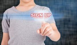 Κουμπί οθόνης αφής συμπίεσης χεριών Στοκ φωτογραφία με δικαίωμα ελεύθερης χρήσης
