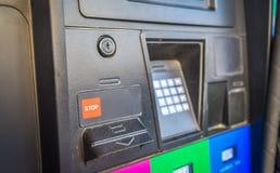 Κουμπί στάσεων στο σταθμό πετρελαίου Στοκ Εικόνες