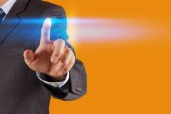 Κουμπί συμπίεσης χεριών επιχειρηματιών Στοκ φωτογραφία με δικαίωμα ελεύθερης χρήσης