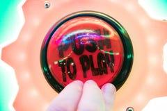 Κουμπί ώθησης για να παίξει arcade Στοκ εικόνες με δικαίωμα ελεύθερης χρήσης