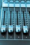Κουμπιά από έναν πίνακα μουσικής μιγμάτων Στοκ Εικόνες