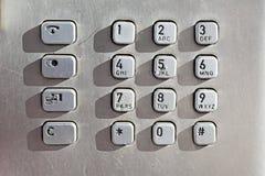 Κουμπιά αριθμητικών πληκτρολογίων σε ένα δημόσιο τηλέφωνο στοκ εικόνες