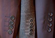 Κουμπιά σε ένα μανίκι του ανθρώπινου κοστουμιού Στοκ Φωτογραφίες