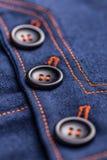 Κουμπιά στη φούστα τζιν Στοκ φωτογραφία με δικαίωμα ελεύθερης χρήσης