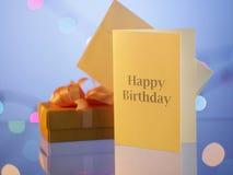 κουνέλι δώρων καρτών γενεθλίων Στοκ φωτογραφίες με δικαίωμα ελεύθερης χρήσης